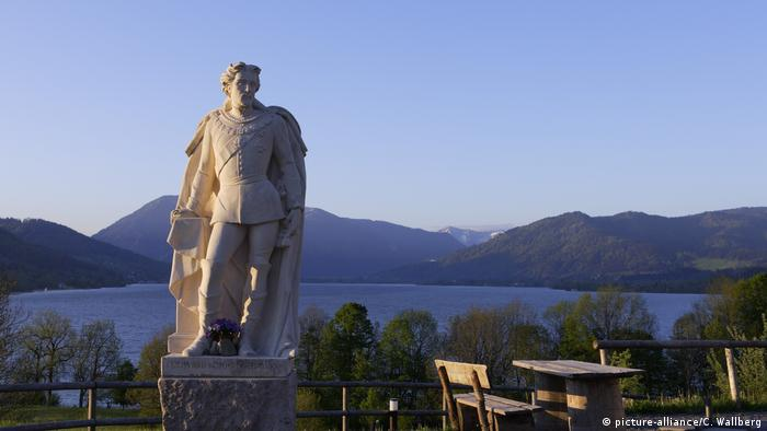 Germany   Beer garden at Lake Tegernsee, Bavaria (picture-alliance/C. Wallberg)