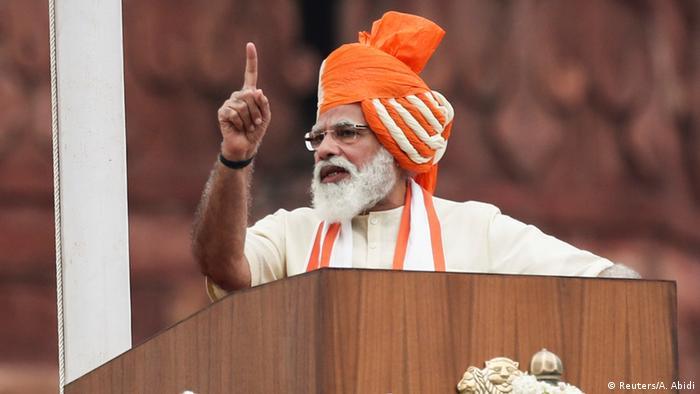 Indiens Ministerpräsident Narendra Modi hält bei den Feierlichkeiten zum Unabhängigkeitstag eine Rede | Rotes Fort Delhi | Modi (Reuters/A. Abidi)