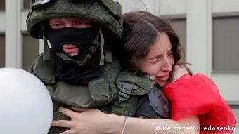 Против насилия со стороны силовиков по отношению к демонстрантам выступают белорусские женщины-участницы мирных протестов