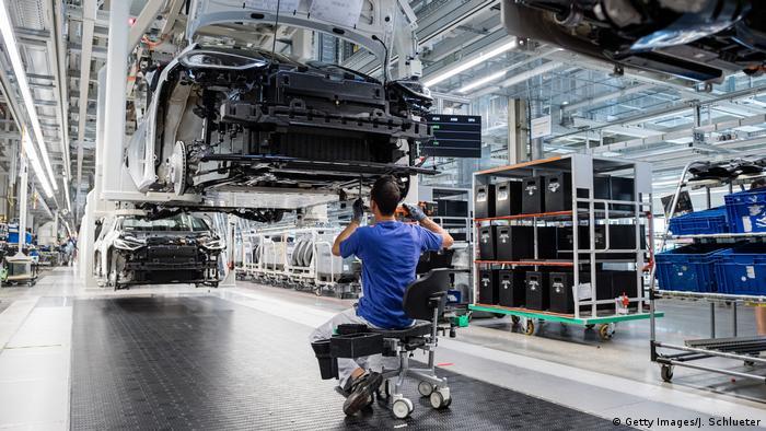Deutschland Zwickau   Volkswagen   Elektroauto Produktion