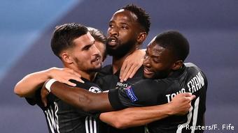 Moussa Dembélé fête son doublé avec ses coéquipiers