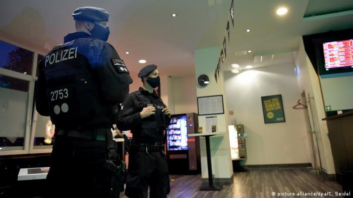 Großrazzia gegen Clankriminalität in Essen (picture-alliance/dpa/C. Seidel)