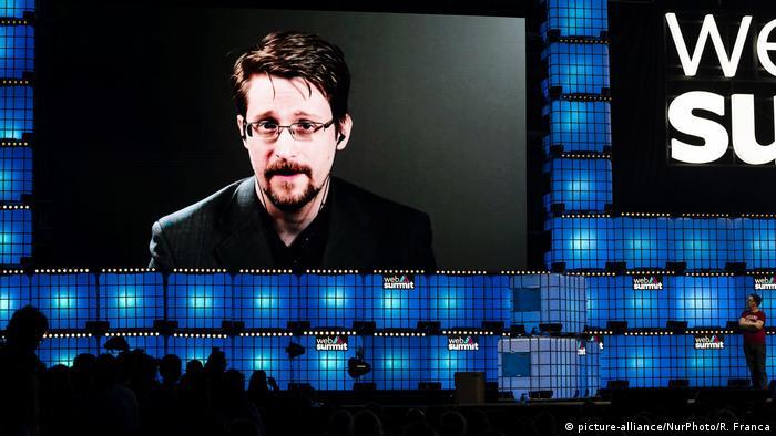 Разоблачитель Эдвард Сноуден