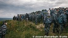 15.08.2020, Russland: BASHKORTOSTAN, RUSSIA - AUGUST 15, 2020: Private security guards gather on the Kushtau Hill the Bashkir Soda Company plans to use for limestone mining. Local residents have started staging rallies and drawing up online petitions to protect and preserve Kushtau as one of the four shihans [the remains of ancient sea reefs] stretching along the Belaya River over the course of 20km, possessing paleontological value and inhabited by endangered species. Vadim Braidov/TASS Foto: Vadim Braidov/TASS/dpa  