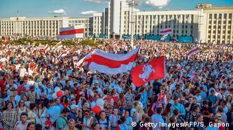 Акция протеста у стелы в Минске 16 августа