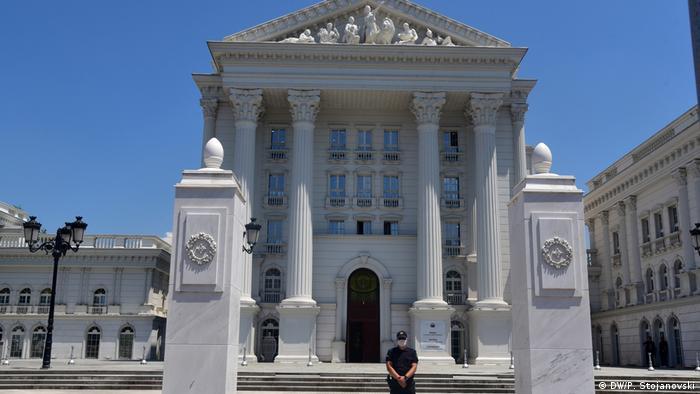 Nord-Mazedonien | Gebäude der Regierung in Skopje (DW/P. Stojanovski)