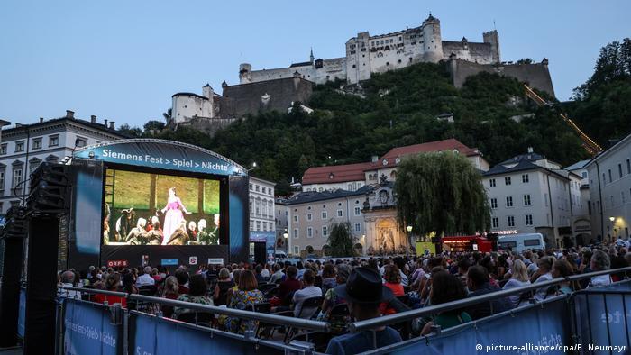 Зрительный зал под открытым небом на фестивале в Зальцбурге