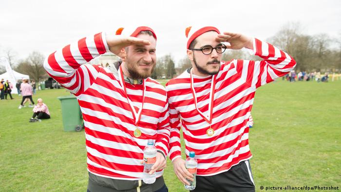 England Where's Wally? Fun Run nach einer Figur des Buches Where´s Wally? von Martin Handford (picture-alliance/dpa/Photoshot)