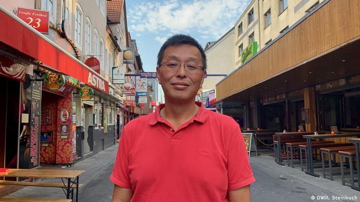 Germany, Hamburg bar owner Christian Fong on the Große Freiheit - Reeperbahn