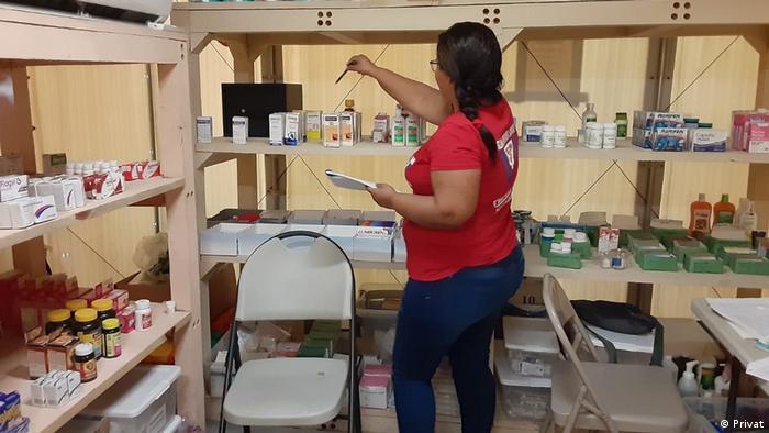 Refugiada administra farmácia do campo de refugiados
