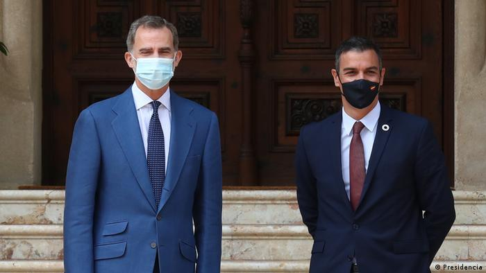 A picture showing Spain's King Felipe together with Prime Minister Pedro Sanchez on Mallorca earlier this summer, with both men waering face masks