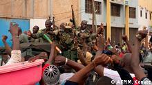 Mali Bamako Meuterei Unabhängigkeitsplatz Soldaten Jubel
