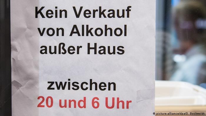 Hamburg Reeperbahn coronavirus crisis - sign prohibiting the street sale of alcohol