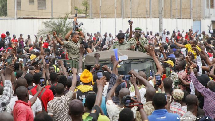 Mali I Soldaten nehmen nach Meuterei Präsident und Regierungschef fest