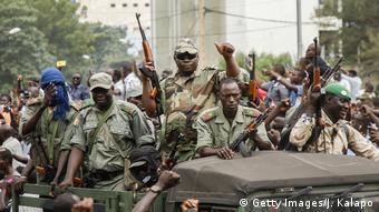Mali I Soldaten nehmen nach Meuterei Präsident und Regierungschef fest (Getty Images/J. Kalapo)