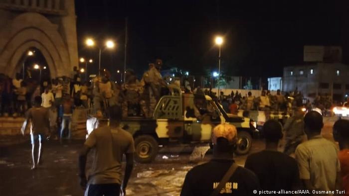 Mali I Soldaten nehmen nach Meuterei Präsident und Regierungschef fest (picture-alliance/AA/A. Ousmane Turi )