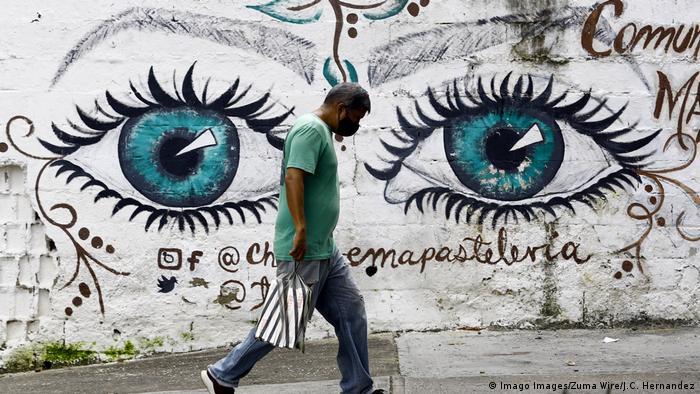 La pandemia golpea a los venezolanos, en medio de la grave crisis económica.