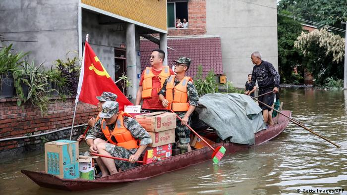 Soldiers evacuating citizens in China on a boat