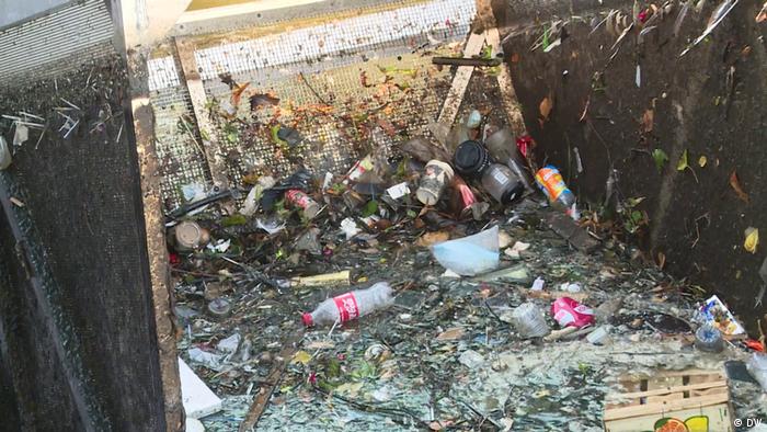 З поверхні міських каналів Амстердама вилучають 42 тонни пластикових відходів на рік (DW)