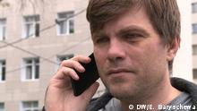 Alle Rechte gehören DW Korrespondent Elena Baryschewa. Bildbeschreibung: Artem Wazhenkov von der Otkrytaya Rossiya wurde in Weißrussland verhaftet und freigelassen. Minsk, 19.08.20