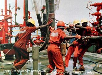 Ölarbeiter im Nigerdelta (Foto: picture alliance/dpa)
