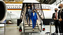 Deutschland Übergabe des ersten Airbus A350 an die Bundeswehr AKK