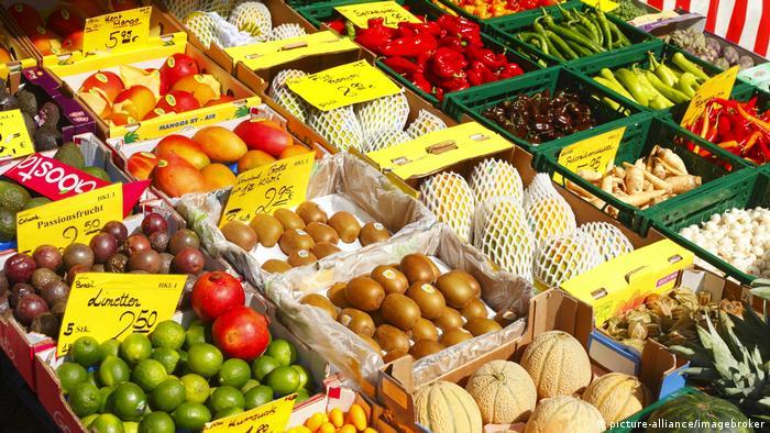 Deutschland Bremen Markt Obst und Gemüse (picture-alliance/imagebroker)