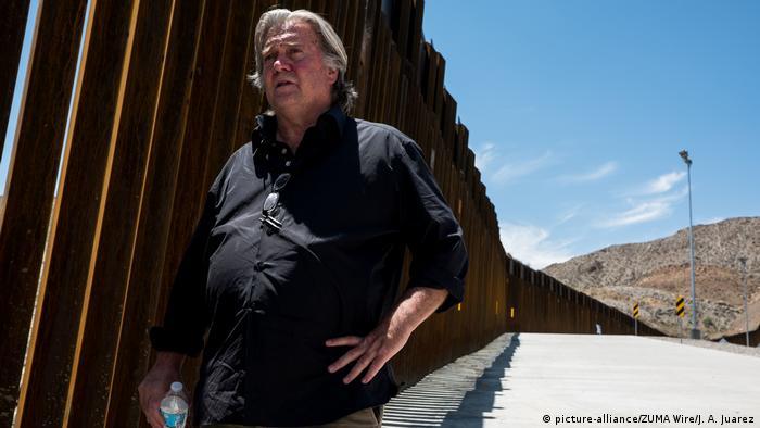 USA Steve Bannon am Grenzzaun zu Mexiko (picture-alliance/ZUMA Wire/J. A. Juarez)