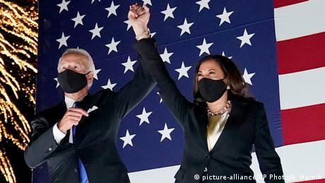 Φως και σκότος στον αμερικανικό προεκλογικό αγώνα