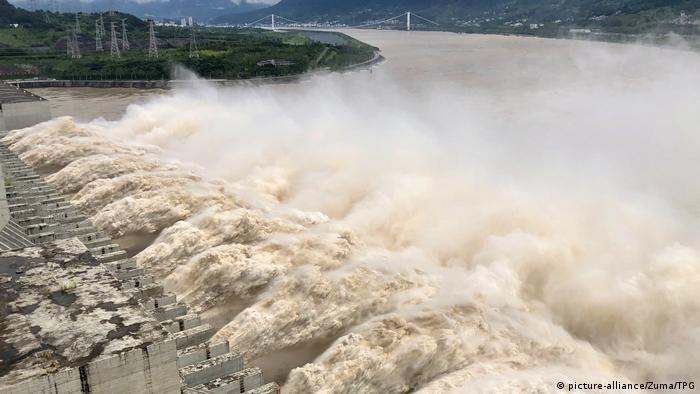 China Überschwemmungen Drei-Schluchten-Talsperre Jangtse