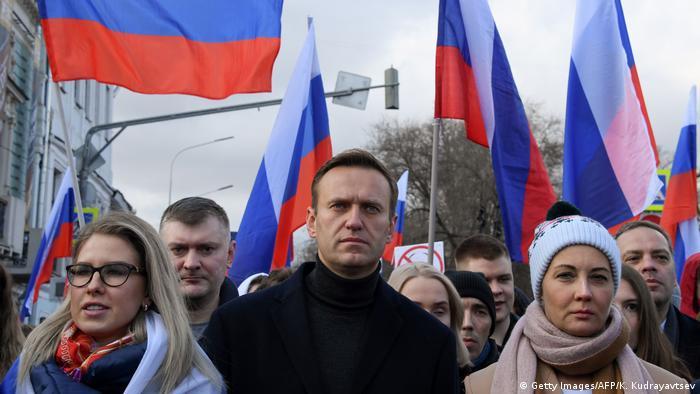 Navalny marches to commemorate murdered Kremlin critic Nemtsov