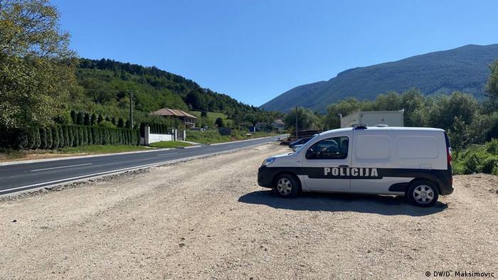 Kontrloni punkt policijskih snaga USK: migrantima nije dozvoljen odlazak ni u kamp