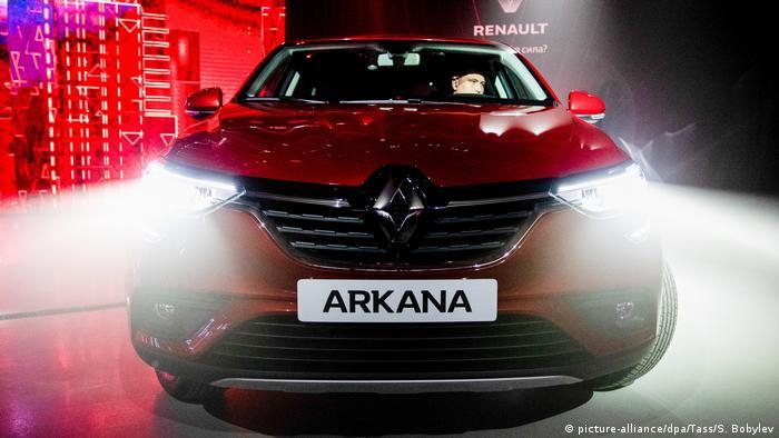 رنو امسال مدل آرکانا را وارد بازار خواهد کرد. این خودرو شاسیبلند کوپه که در چین و روسیه ساخته شده، فعلا در بازارهای این کشورها هم قابل دسترس است. آرکانا در روسیه با قیمت یک میلیون و ۴۱۹ هزار و ۹۹۰ روبل (تقریبا ۲۰ هزار یورو) در بازار موجود است.