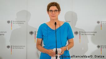 Η γερμανίδα υπουργός Άμυνας και πρόεδρος της CDU Κραμπ-Κάρενμπαουερ