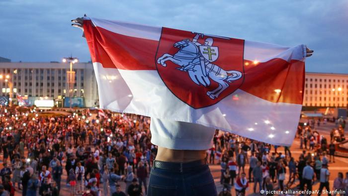 Protestos em massa eclodiram no Belarus após suspeita de fraude nas eleições presidenciais