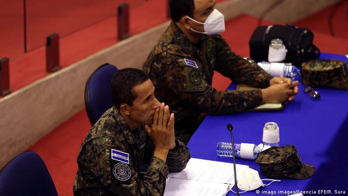 El ministro de la Defensa de El Salvador, contraalmirante René Merino, durante el interrogatorio parlamentario este 21 de agosto