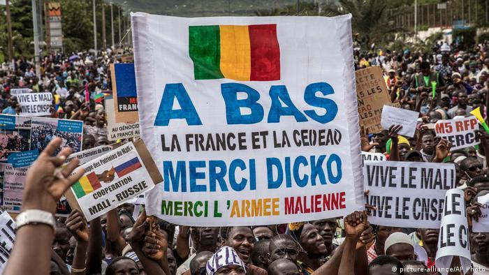 Mali: manifestation de soutien à l'armée et au M5, à Bamako, le 21 août 2020 (picture-alliance/AP Photo)