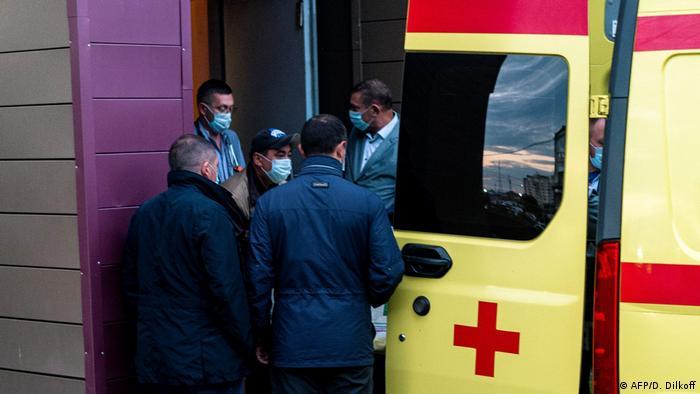 Russland | Alexei Navalny am Flughafen Richtung nach Deutschland (AFP/D. Dilkoff)