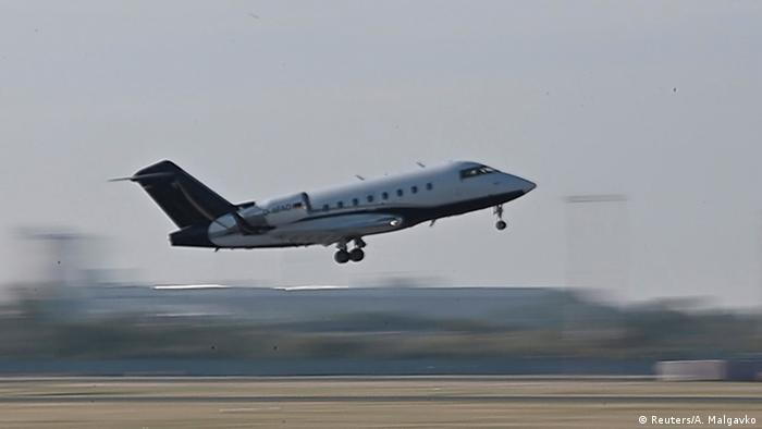 Літак з Олексієм Навальним на борту вилетів з Омська в Берлін