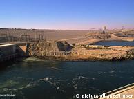 Асуанский гидроузел в Египте