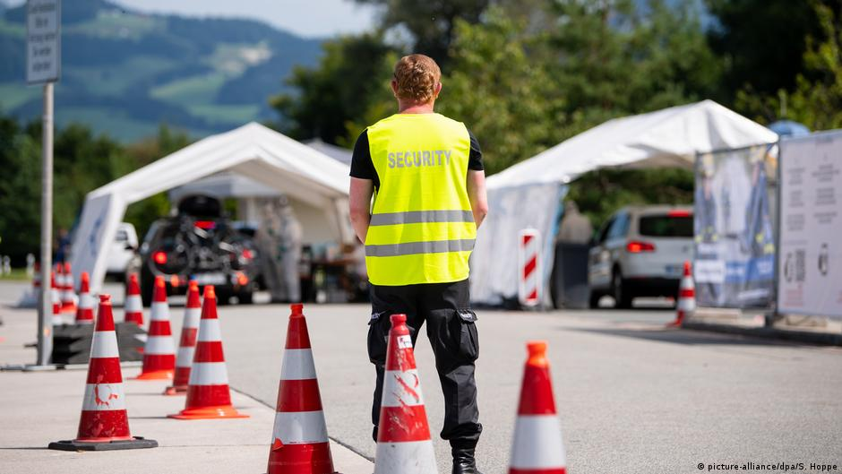 Germany Imposes Tougher Measures To Curb Coronavirus Germany News And In Depth Reporting From Berlin And Beyond Dw 27 08 2020