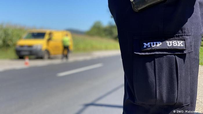 Hose eines Polizisten an einem Polizeikontrollpunkt im Una-Sana Kanton im Westen Bosniens, wo seit 2017 tausende Migranten gestrandet sind