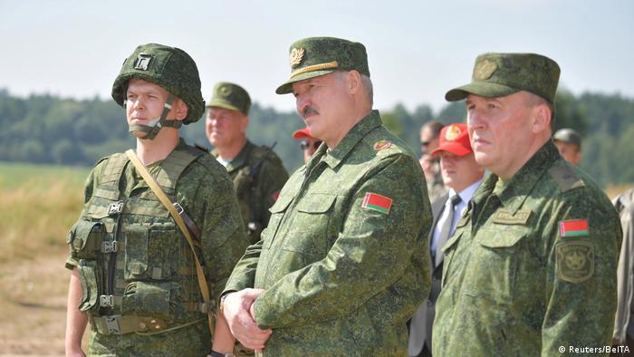 Президент Білорусі Олександр Лукашенко під час військових навчань у Гродні