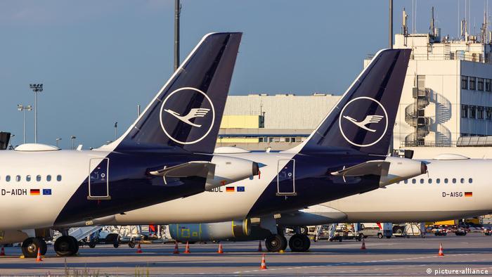 Lufthansa Airbus A321 plans sit on the tarmac at Frankfurt Airport