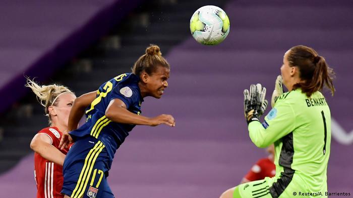 Lyon-Angreiferin Nikita Parris erzielt das 1:0
