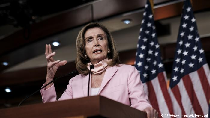 Nancy Pelosi am Rednerpult (AFP/Getty Images/G. Demczuk)