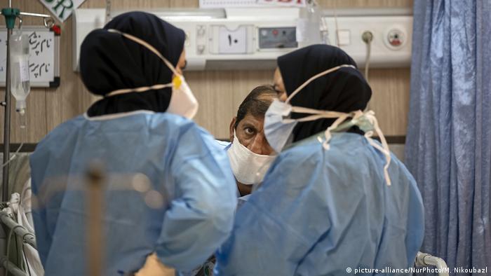 Coronavirus | Iran Teheran | Covid-19 Patienten im Firoozabadi-Krankenhaus