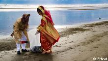 Couple cleaning waste in Cox's Bazar sea beach, Bangladesh during their honeymoon. Description: Tarek Aziz and Jannatul Mili new married couple are collecting waste from Cox's Bazar sea beach during their honeymoon time. Copyright: Tarek Aziz