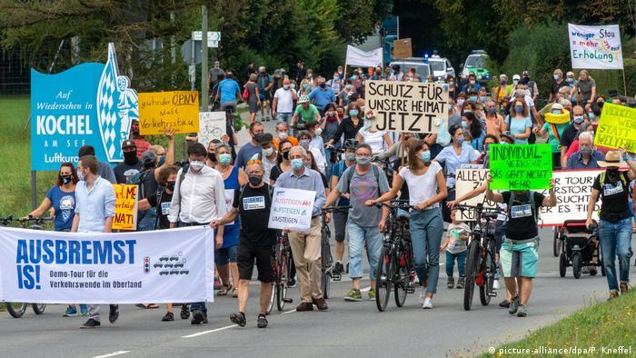 Bayern, Kochel Am See | Demonstration für Verkehrswende «Ausbremst is!»