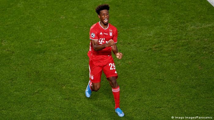 El francés Kingsley Coman celebra después de anotar el único gol del partido